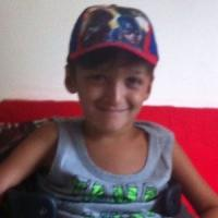 La storia di Leo, bambino tretraplegico di 10 anni che ha bisogno di una