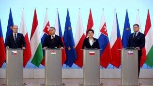 """Vertice tra i paesi di Visegrad: """"No al ricatto Ue sui migranti"""""""