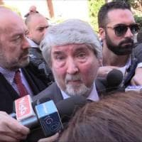 """Lega Nord in Senato, bagarre contro Poletti: """"Pallone gonfiato, giochi lui a calcetto"""""""
