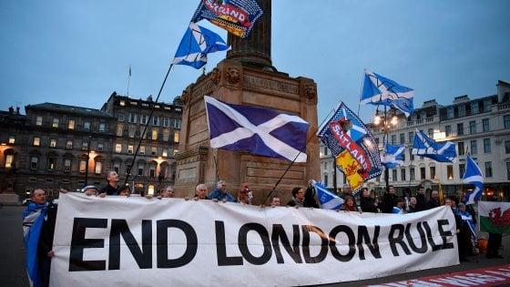 Dalla Brexit alla Scoxit: la Scozia approva referendum bis per l'indipendenza dal Regno Unito. No di Londra