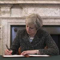 Brexit, Theresa May ha firmato la lettera di notifica dell'articolo 50