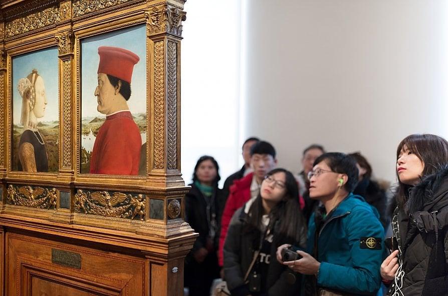 Quel naso all'insù dentro il museo che diventa un'opera d'arte