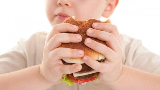 Obesi da ragazzi, a rischio di malattie del fegato da adulti. Tumore compreso