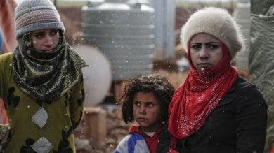 Siria, un quarto della popolazione  Video   è in fuga dalla guerra: sono oltre 5 milioni  i rifugiati nei paesi vicini