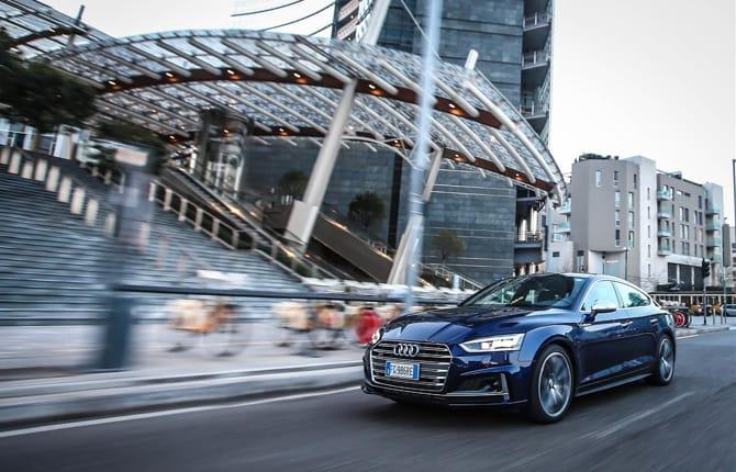 Sulla nuova Audi A5 con l'assistente al traffico