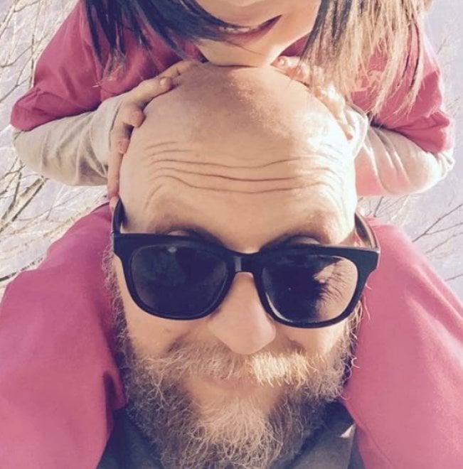 """Arnaldo, papà adottivo, il diario su Facebook: """"Il lungo viaggio aspettando Mia"""""""
