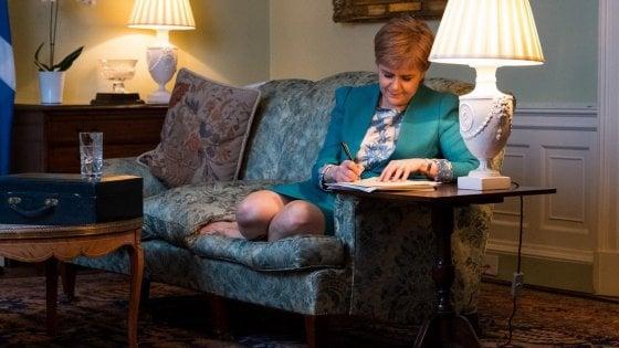 """Brexit, Tusk: """"Sicurezza non sarà moneta di scambio"""". Scozia chiede ufficialmente indipendenza"""