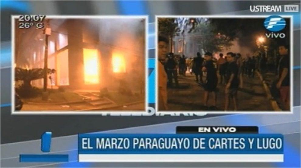 Paraguay, proteste contro la riforma della costituzione: manifestanti appiccano il fuoco in Parlamento