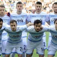 Sassuolo-Lazio: biancocelesti in campo con il logo di 'Libera' di Don Ciotti