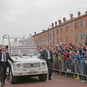 """Carpi abbraccia Papa Francesco, sessantamila in piazza. """"Non lasciamoci intrappolare dalle macerie della vita"""""""
