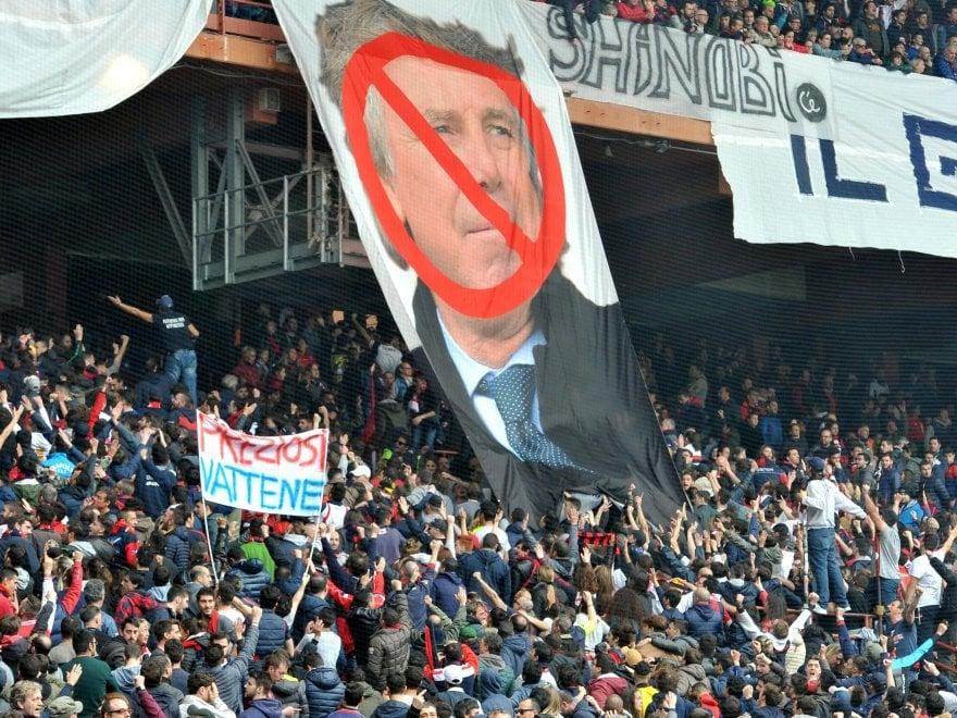 Genoa travolto in casa: contestati Preziosi e giocatori