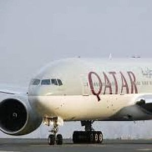 Laptop gratis a bordo: la risposta di Qatar Airways al blocco tecnologico di Usa e Regno Unito