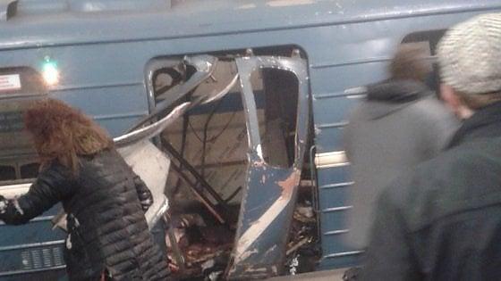 """Russia, bomba nella metro di San Pietroburgo. L'agenzia Tass: """"Dieci morti"""". Putin: """"Non escludo terrorismo"""""""