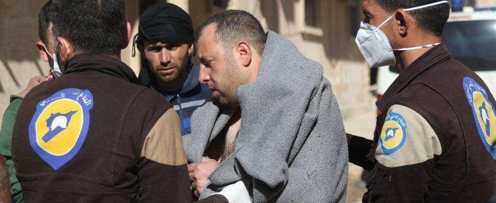 Siria, attacchi aerei sui ribelli: 72 morti. Strage di bambini per gas tossici. Vertice emergenza Onu