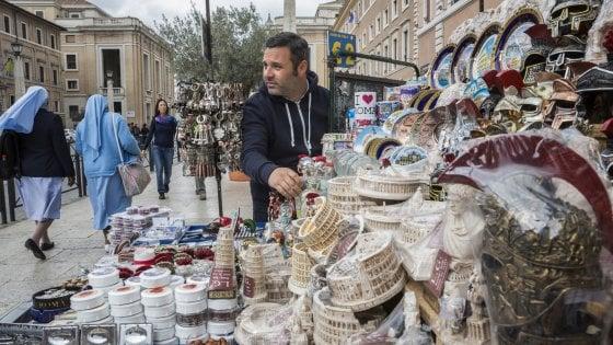 All'ombra di San Pietro, vita da ambulante nell'era Bolkestein