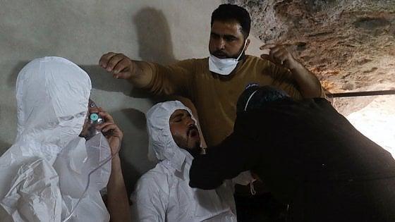 """Siria, attacco con i gas. Mosca difende Assad e respinge bozza Onu. Usa: """"Paralisi ci costringerà ad agire da soli"""""""