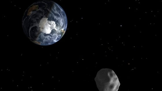 Un asteroide 'a due passi' dalla Terra: il 19 aprile passerà a quasi due milioni di km
