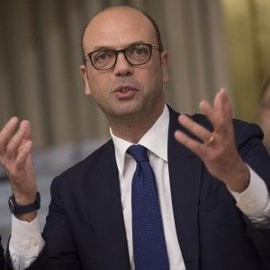 """Governo, Alfano al Pd: """"Se vuole la crisi lo dica chiaro"""". Torrisi a leader Ap: """"Vuole dimissioni? Manco nel Pcus"""""""