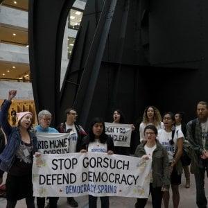 Usa, democratici provano a bloccare nomina Gorsuch a Corte suprema, ma i repubblicani cambiano in corso le regole del voto