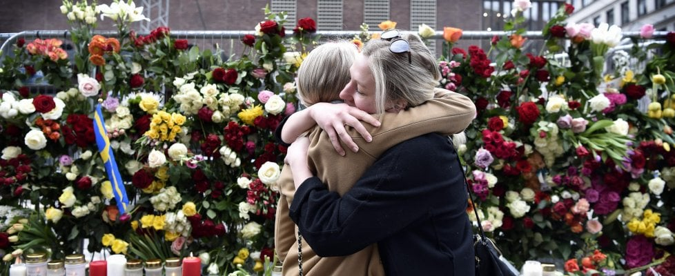 """Stoccolma, la polizia: """"Abbiamo il killer"""". Altri tre arresti. Tra le vittime una bimba di 11 anni"""