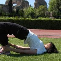 """Le """"asana"""" per i runner, così lo yoga migliora la corsa e previene gli infortuni"""
