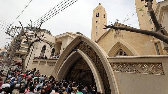 Egitto, doppio attentato alle chiese copte.  Decine di morti tra Tanta e Alessandria