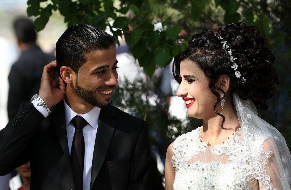 Erbil, matrimoni di massa tra i profughi fuggiti da Mosul