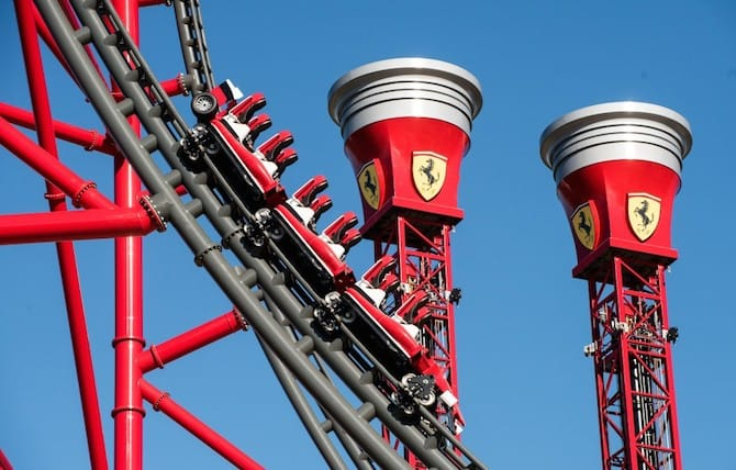 Tutti pazzi per Ferrari Land e il suo acceleratore verticale da brivido