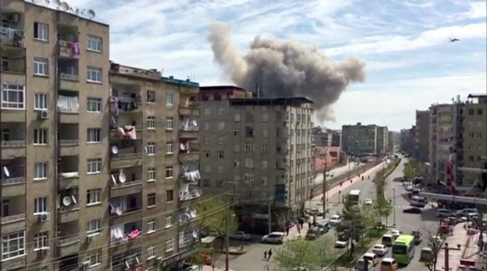 Turchia, esplosione a Diyarbakir: le prime immagini