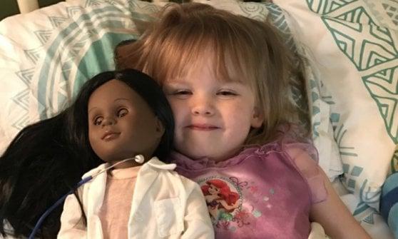 """Usa, la bimba con la bambola nera e i razzisti. Figlia di King: """"Segno di cambiamento"""""""