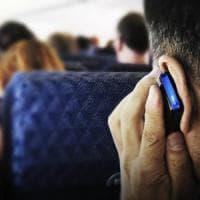 Vietato telefonare in aereo, dietrofront negli Usa