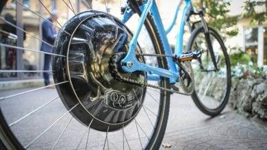 E-bike, il motore è nella ruota  la pedalata diventa facile e tech