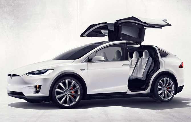 Tutti a caccia di una Tesla usata