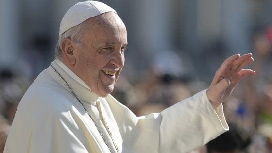 """Papa Francesco a Repubblica: """"Fermate i signori della guerra, la loro violenza distrugge il mondo"""""""