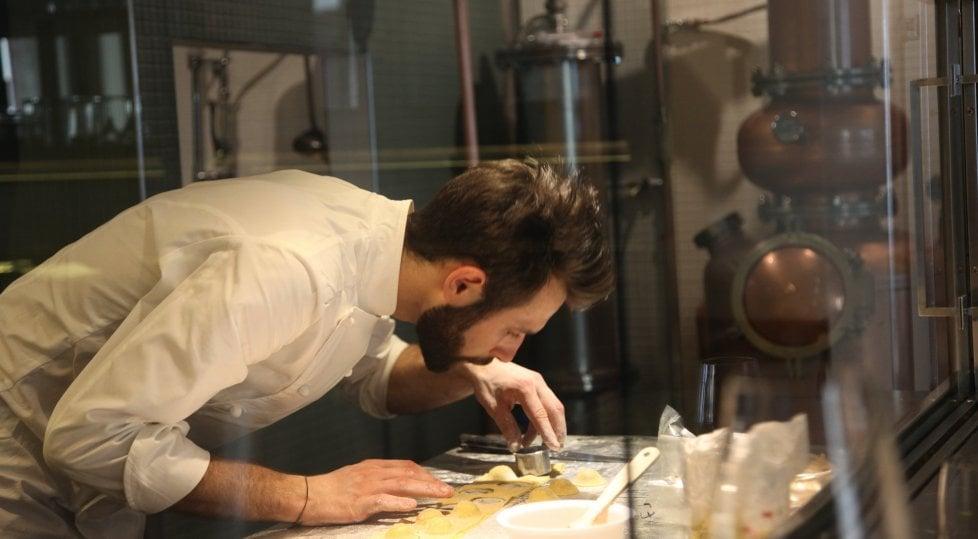 """Dalla distilleria alla fabbrica  di cioccolato: ecco la """"moda""""  della produzione-spettacolo"""