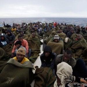 Migranti, le Ong ne hanno salvati quasi 10 mila ma continuano a subire critiche e pressioni