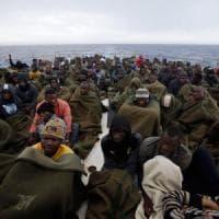 Migranti, le Ong ne hanno salvati quasi 10 mila ma continuano a subire critiche