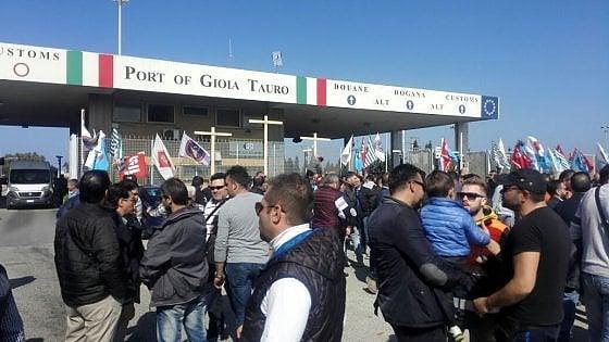 Gioia Tauro, dieci giorni di sciopero per gli esuberi al porto ...