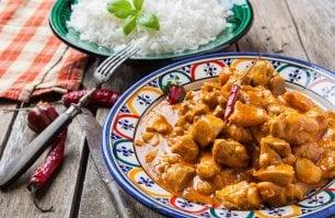 Dal curry alle mandorle: le più famose ricette a base di pollo