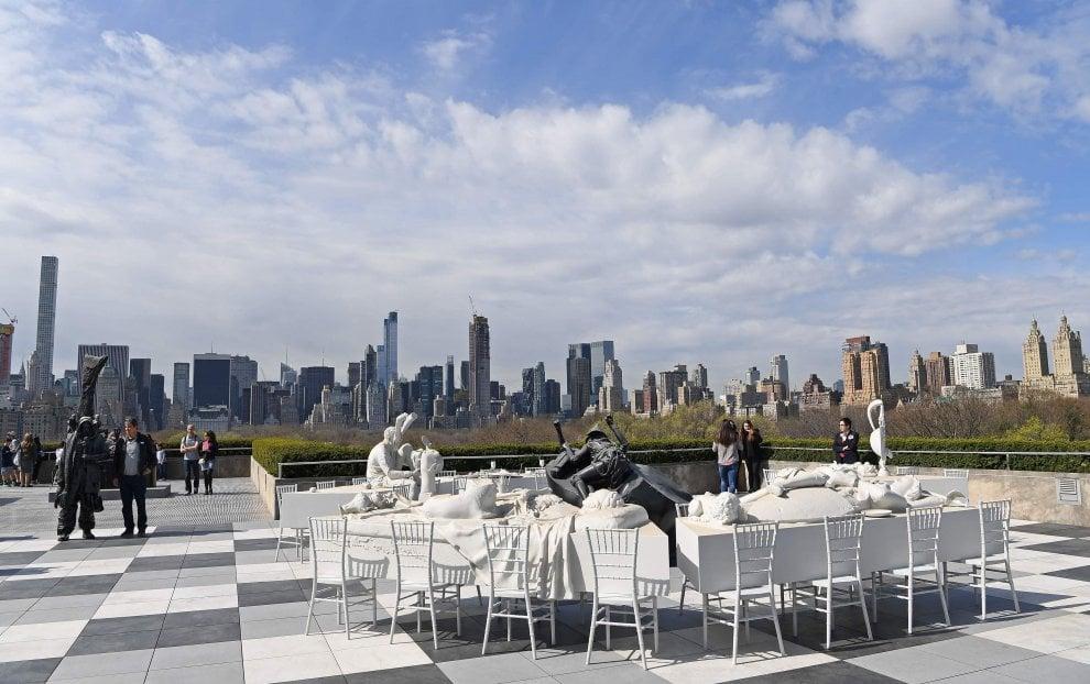 NY, il banchetto dell'assurdo di Villar Rojas sul tetto del MET