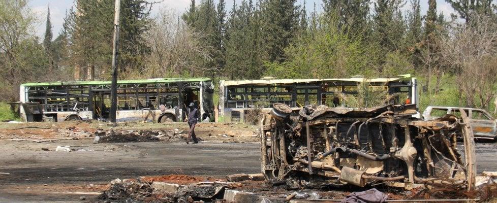 Siria, 68 bambini uccisi dall'autobomba fatta esplodere con l'inganno tra i civili in fuga
