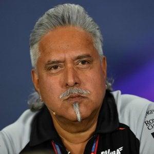 F1, Bahrain: Hamilton il più veloce nei test, sorpresa Giovinazzi. Arrestato capo della Force India