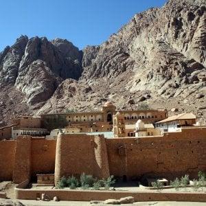 Egitto, attacco terroristico al posto di blocco del monastero S.Caterina: un morto e quattro feriti
