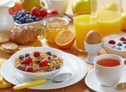 Addio a biscotti e merendine, la colazione diventa salutista