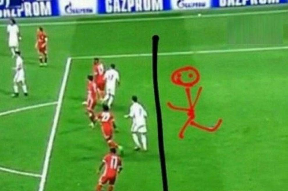 Champions League, rabbia Bayern dopo gli errori arbitrali: Vidal e Ribery scatenati su Instagram