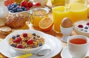 Addio a biscotti e merendine  la colazione diventa salutista