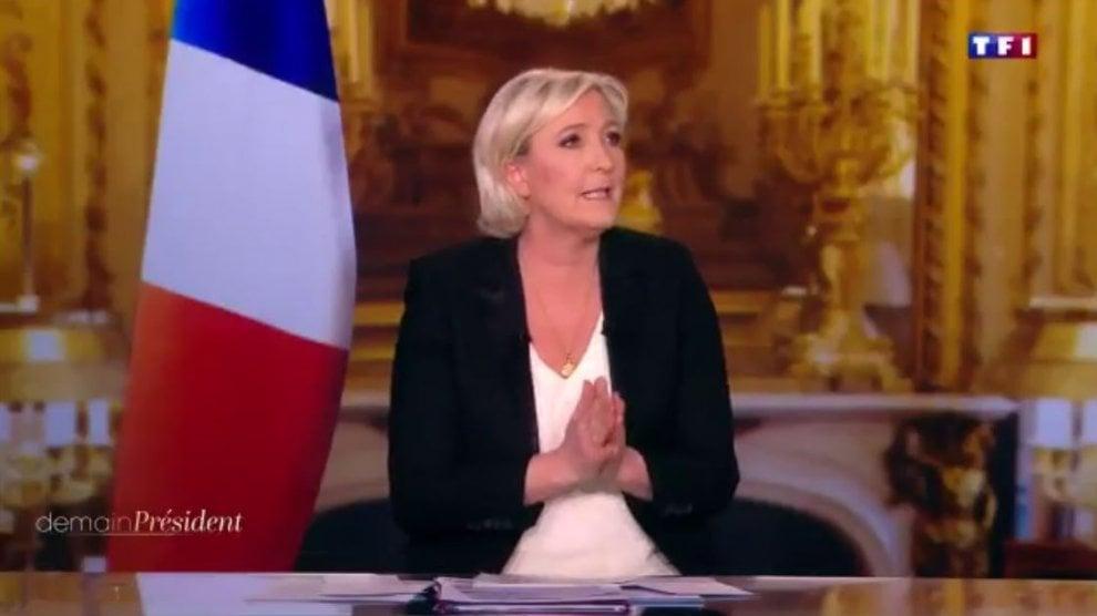 """Elezioni Francia, Marine Le Pen a a TF1: """"Via la bandiera Ue o non partecipo alla trasmissione"""""""