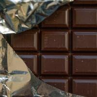 Sessanta grammi di cioccolato a settimana 'salvano' il cuore