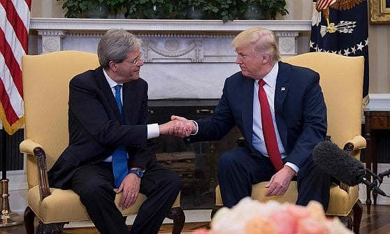 """Trump accoglie il premier Gentiloni alla Casa Bianca: """"Italia partner chiave contro terrore"""""""