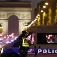 Parigi, agguato sugli Champs Elysées: uccisi un agente e l'assalitore. Isis rivendica
